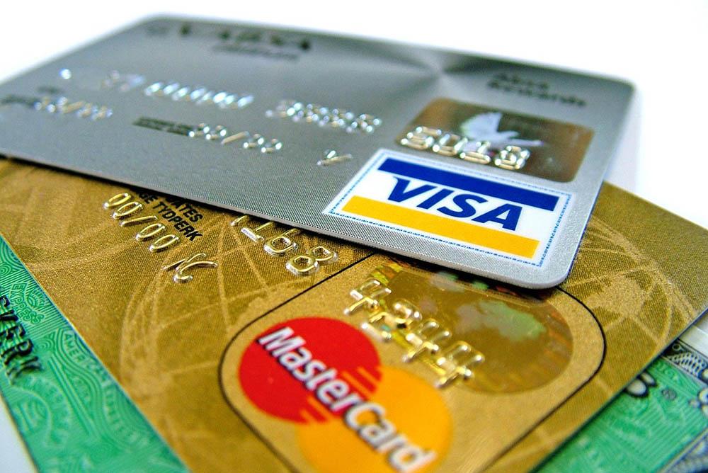 Delitos Informáticos. 15.- Estafas Informáticas: Falsificación de Tarjetas, monedas o programas informáticos.